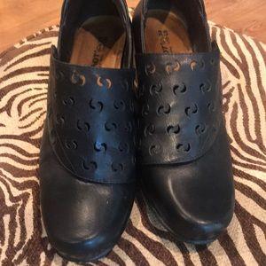 Naot women's black shoes